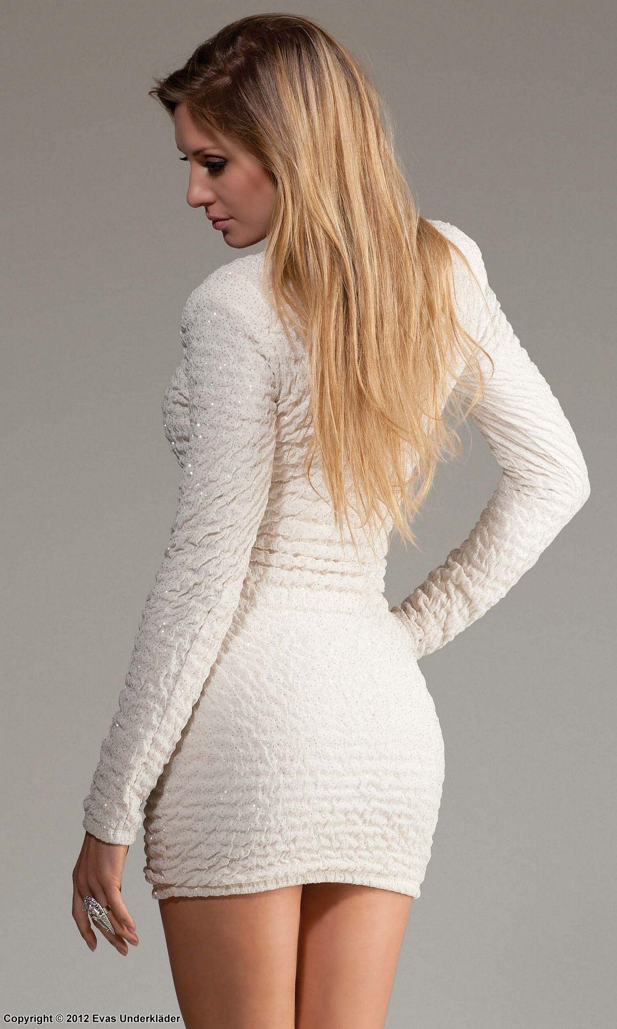 vit tajt spetsklänning